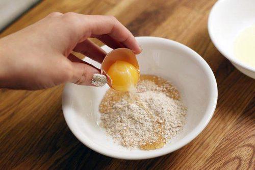 Trứng gà và bột yến mạch